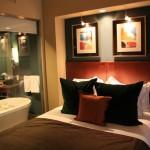 cam banyolu yatak odası
